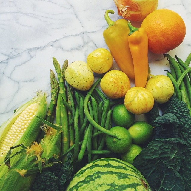 Loving this #foodgradient in my #specialtyproduceFMB! ?? This week's haul: asparagus, green beans, corn, lemon cucumbers (❗️), limes, honey onion, blood oranges, golden peppers, black kale and watermelon!!