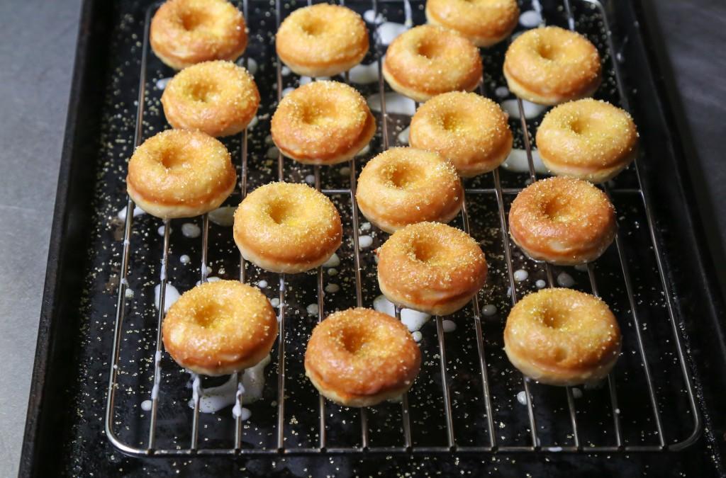 Sparkling Lemon Doughnuts Rack