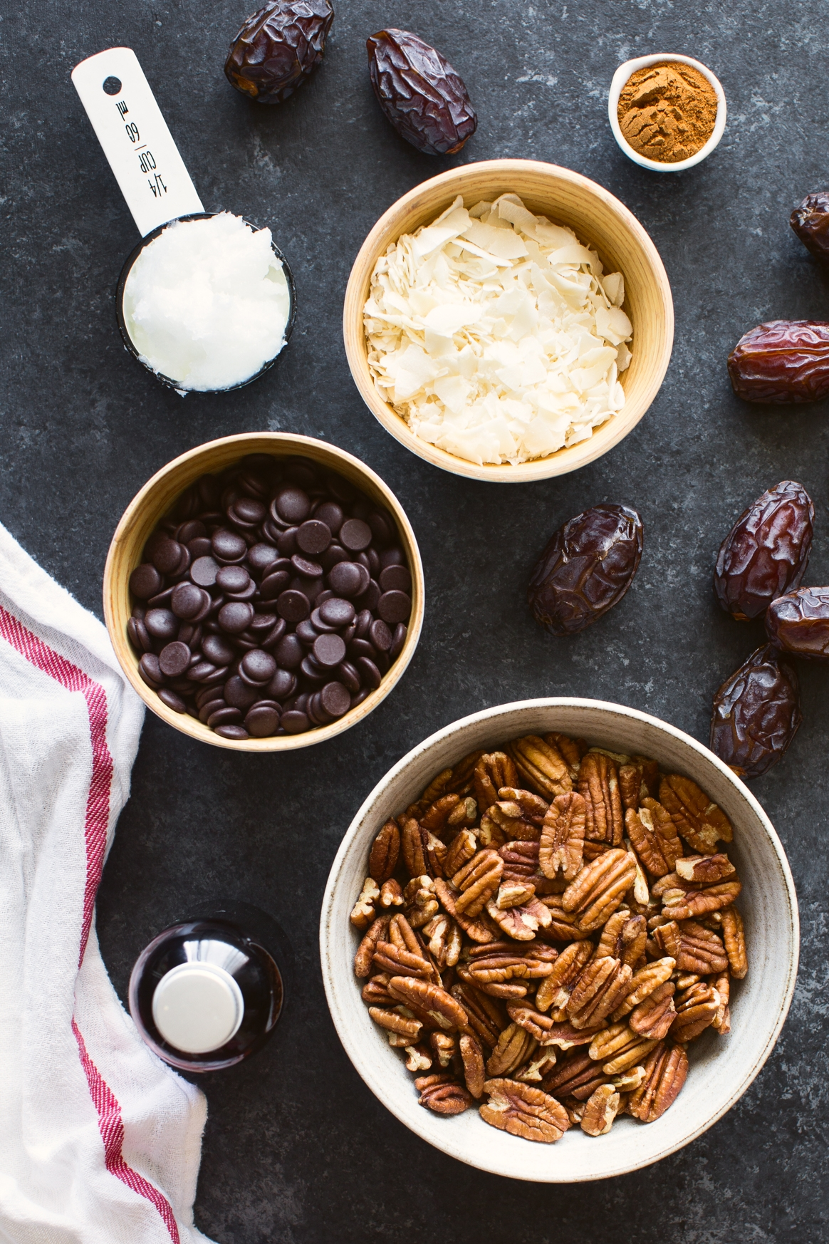 Date, Pecan and Coconut Bites Ingredients