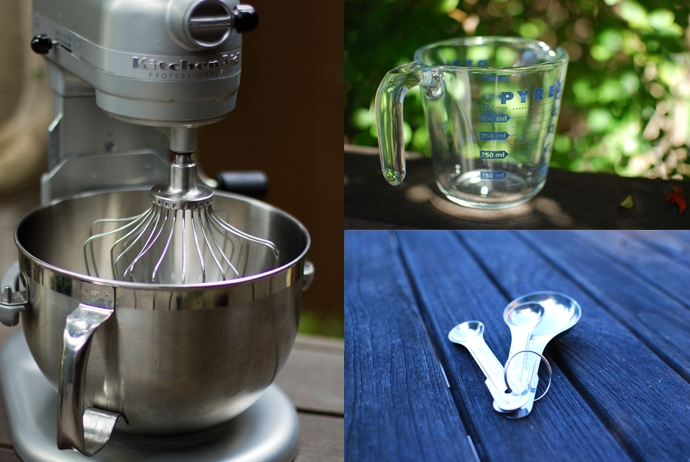 Stand Mixer, Measuring Cup, Measuring Spoons